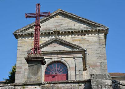 L'eglise de Belmont et sa croix de fer
