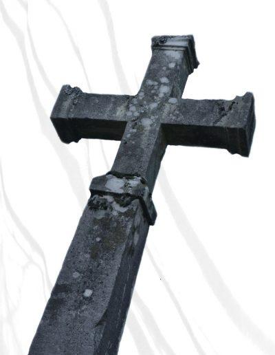 Croix près de l'église