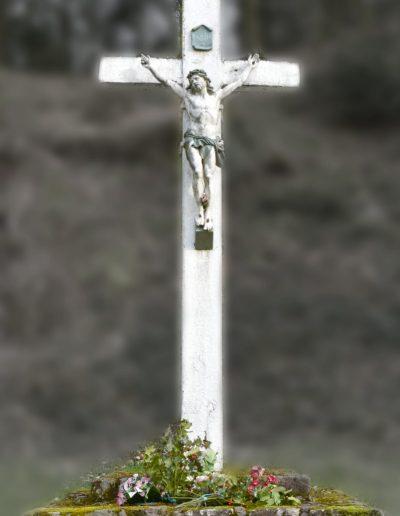 Croix près de l'oratoire